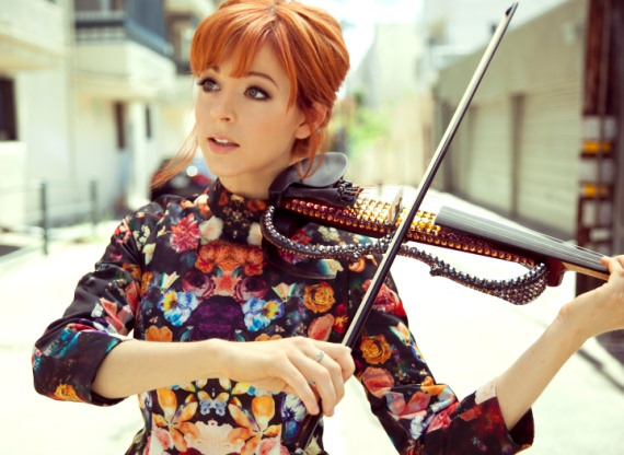 Lindsey Stirling with violin